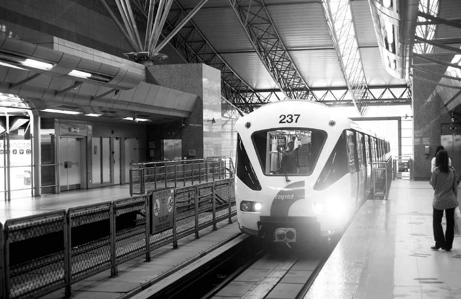 Rapid KL LRT arriving at an LRT station.